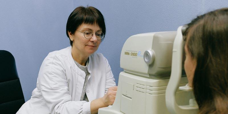 Optometrist with machine